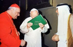 john_paul_ii_kisses_koran