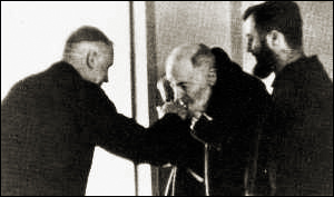Padre_Pio_kissing_the_sacred_ring